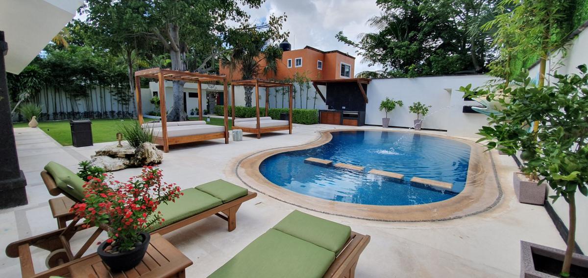 Foto Casa en Venta en  Alamos I,  Cancún  Alamos I, Las Quintas, Hermosa Residencia en venta de 4 recámaras con gran jardín, Cancún, Quintana Roo, México