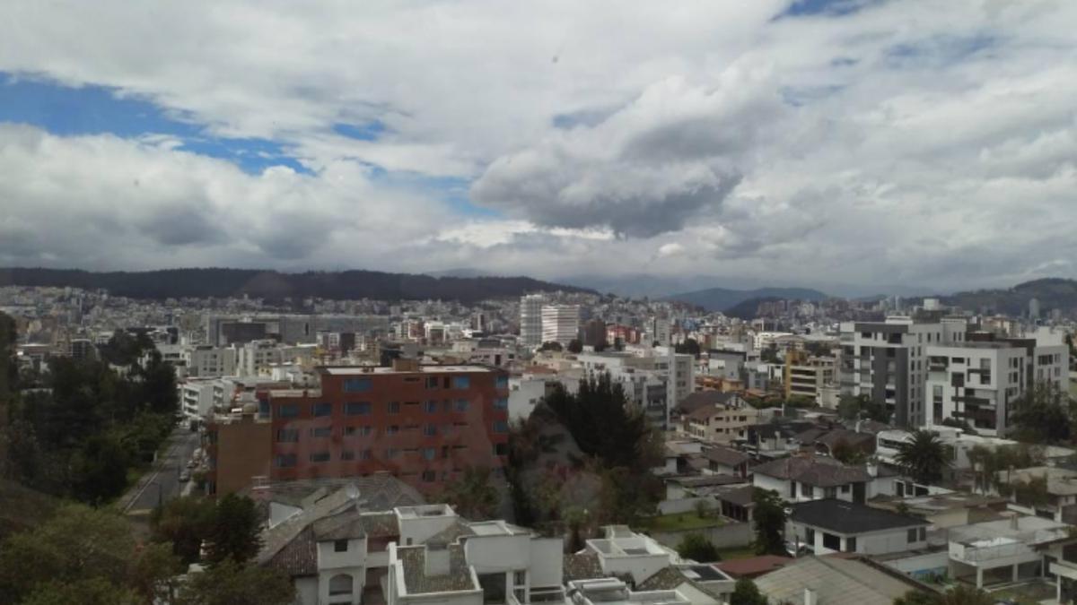Foto Departamento en Alquiler en  Centro Norte,  Quito  QUITO TENIS- Penthouse-Arriendo USD900/Venta $299.000