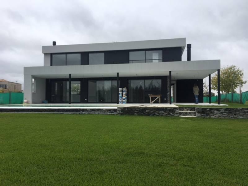 Foto Casa en Venta en  Albanueva,  Countries/B.Cerrado  Ruta 27 al 1000