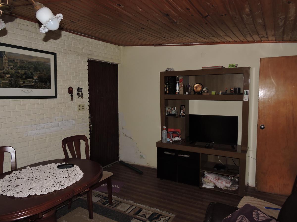Foto Casa en Venta en  La Comercial ,  Montevideo  Casa 2 dormitorios (opción 3) con cochera varios autos y parrillero