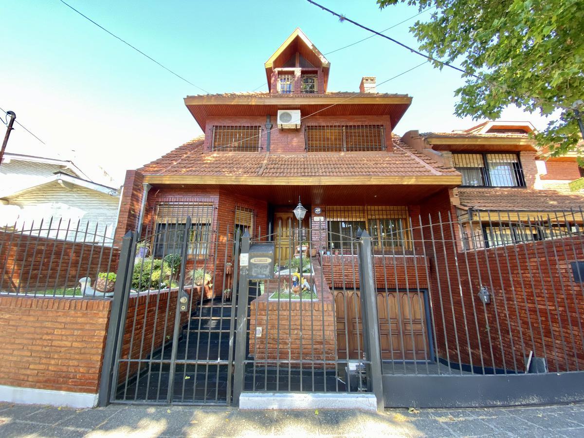Foto Casa en Venta en  Acassuso,  San Isidro  Catamarca al 200