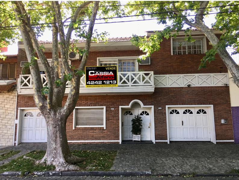 Foto Casa en Venta |  en  Lomas de Zamora Oeste,  Lomas De Zamora  ALMAFUERTE 225