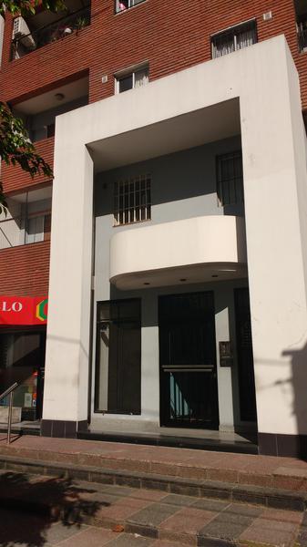 Foto Departamento en Alquiler en  Lomas de Zamora Oeste,  Lomas De Zamora  SARMIENTO al 165 4º A LOMAS OESTE