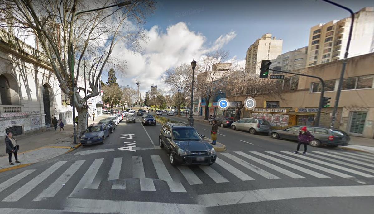 Foto Local en Venta en  La Plata ,  G.B.A. Zona Sur  Av 44 y Plaza Italia