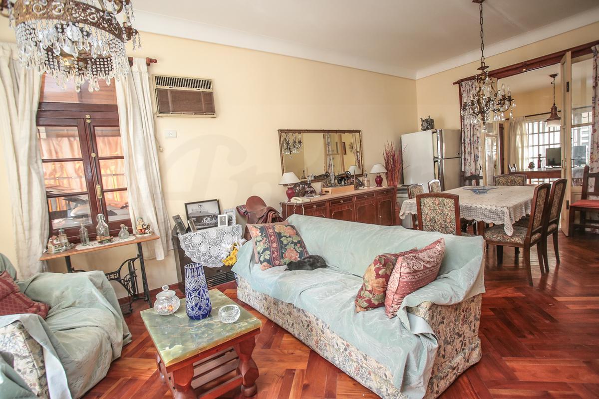 Foto Casa en Venta en  Parque Chacabuco ,  Capital Federal  Hortiguera al 1500