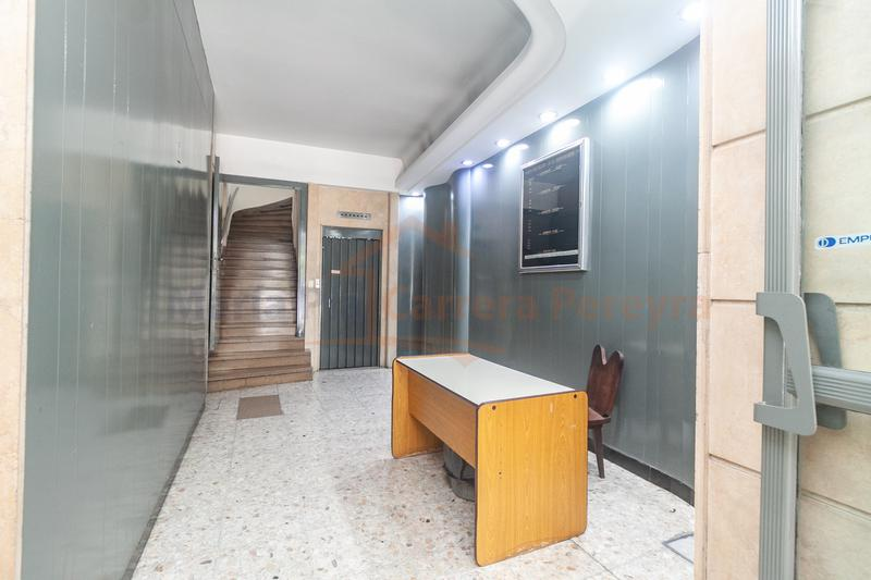 Foto Oficina en Alquiler en  Once ,  Capital Federal  Uriburu al 300 entre Av.  Corrientes y Sarmiento