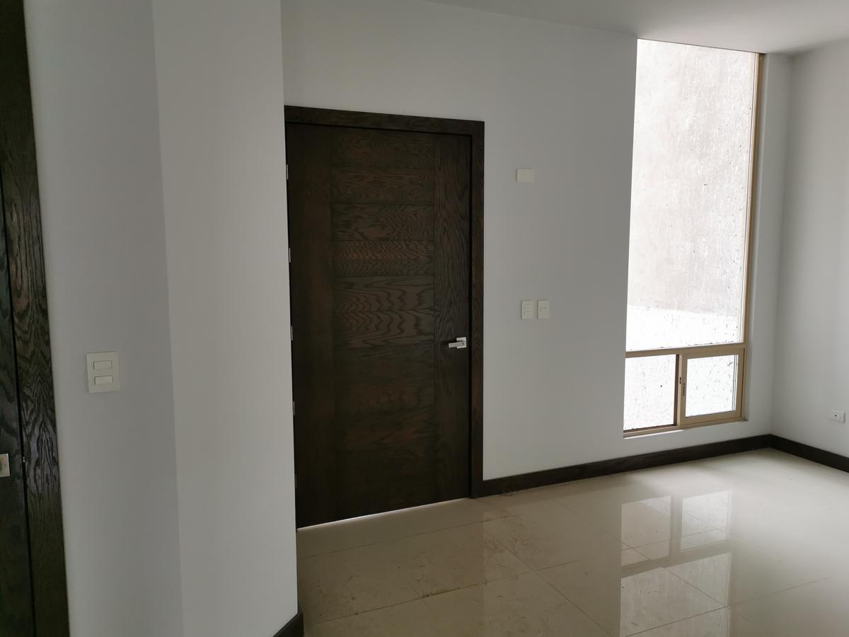 Foto Casa en Venta en  Chihuahua ,  Chihuahua  BOSQUES DEL VALLE 4, FRACC. PRIVADO, 4 RECAMARAS, UNA EN PLANTA BAJA, FRENTE A PARQUE, EQUIPADA