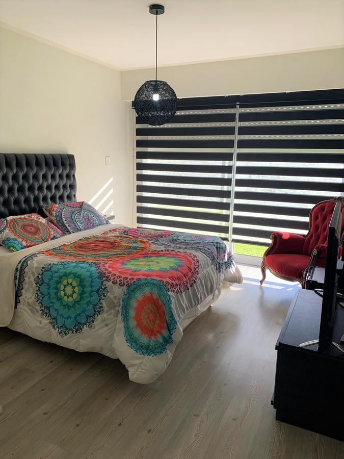 Foto Casa en Venta en  Miraflores,  Funes  Av. Fuerza Aérea 4204