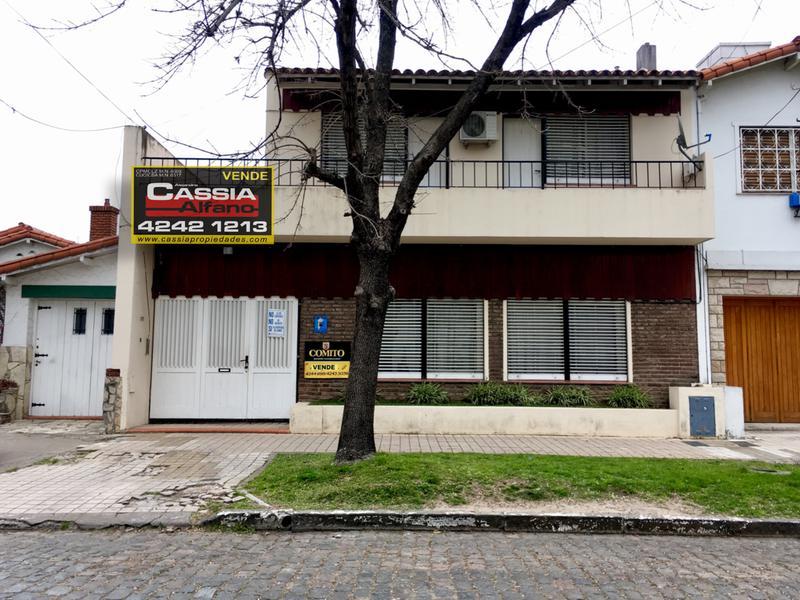 Foto Casa en Venta en  Banfield Oeste,  Banfield  MARTIN CAPELLO 372