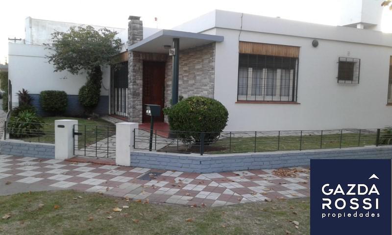 Foto Casa en Alquiler en  Adrogue,  Almirante Brown  AVENIDA SAN MARTIN 1121