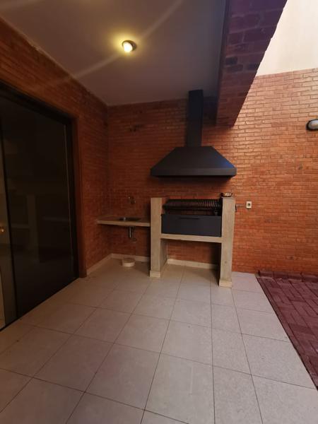 Foto Casa en Alquiler en  Mburucuya,  Santisima Trinidad  Zona Casa Rica Molas López