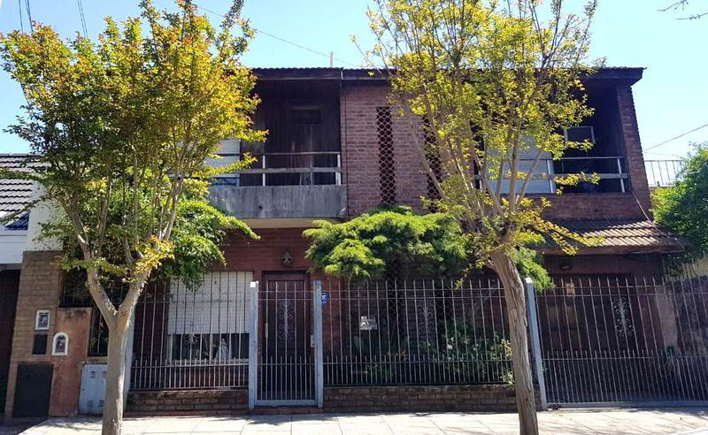 Foto Casa en Venta en  B.Ayerza,  Castelar  Rojas al 400