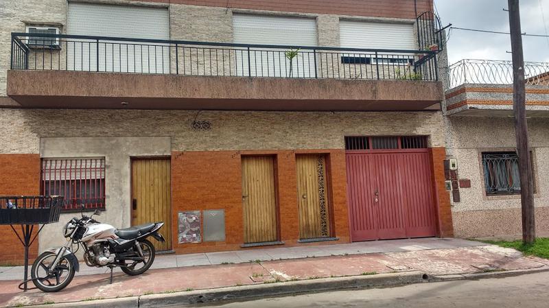 Foto Casa en Alquiler en  Valentin Alsina,  Lanus  CALLAO 3700