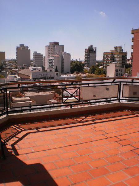 Foto Departamento en Alquiler en  Lanús Este,  Lanús  Pte. Sarmiento 1800