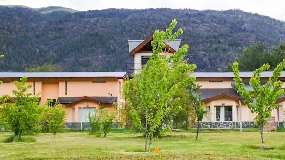 Foto Hotel en Venta en  Isla Centro,  Lago Puelo  Lago Puelo, Isla Centro,  Laguna Huemul y Río Azul.