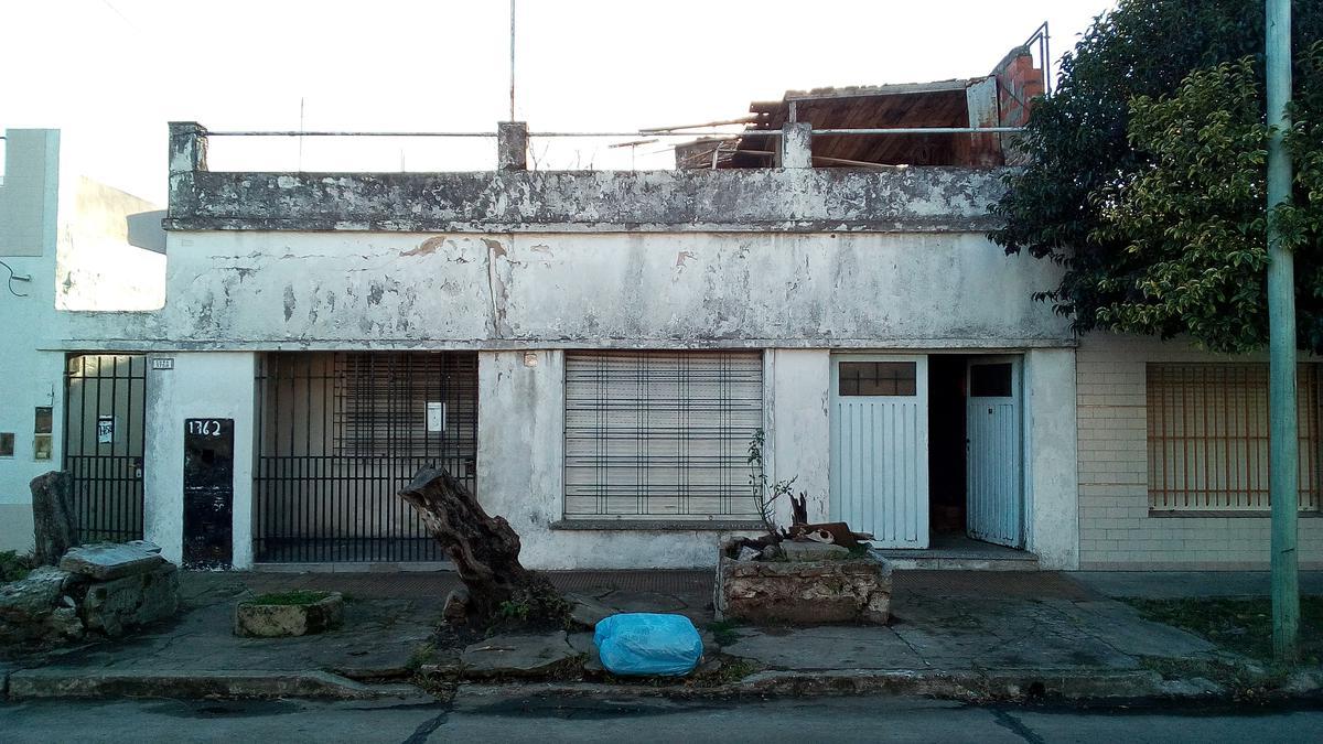 Foto Casa en Venta en  Villa Luzuriaga,  La Matanza  Cuba 1762 frente