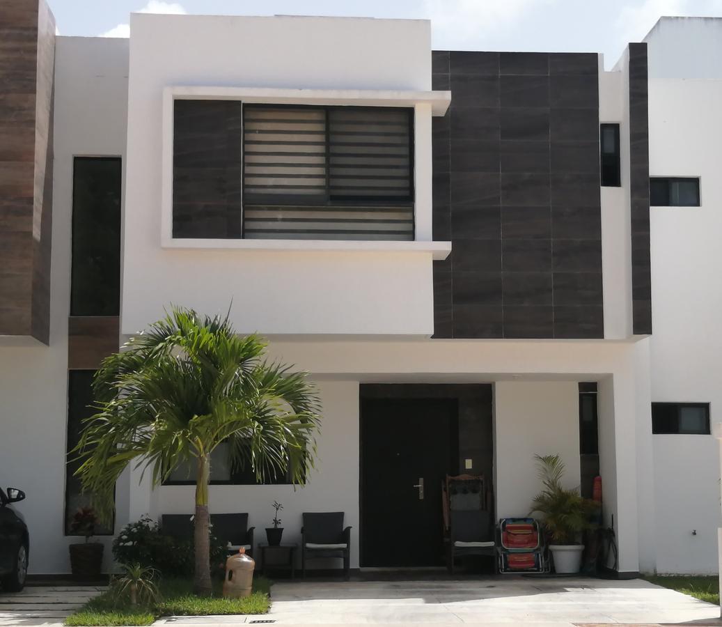 Foto Casa en Renta en  Solidaridad ,  Quintana Roo  Casa de 3 recámaras en renta sin muebles, Nuevo Playa Del Sol