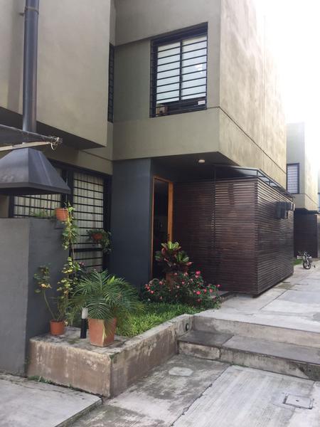 Foto Casa en Venta en  San Miguel De Tucumán,  Capital  Duplex  Pj Los Sosa 4750