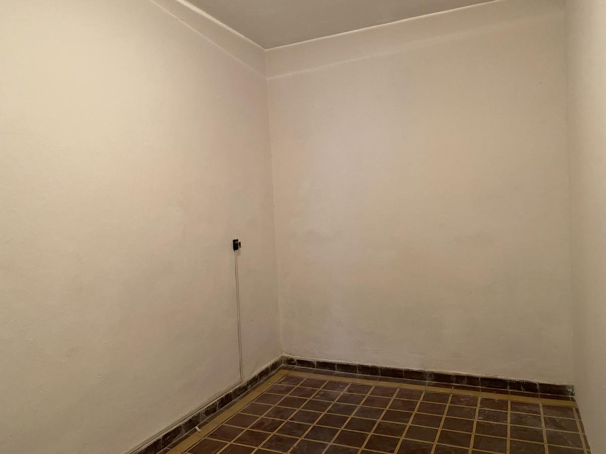 Foto Local en Alquiler en  La Comercial ,  Montevideo  Guadalupe al 2100