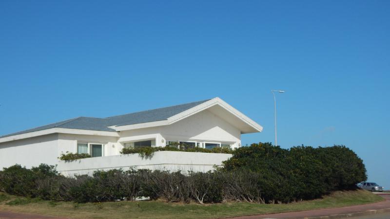 Foto Casa en Venta en  Península,  Punta del Este  Preciosa Casa Sobre la Rambla de la Península a Metros del Mar