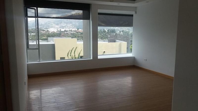 Foto Casa en Venta en  Cumbayá,  Quito  Cumbayá,casa, OPORTUNIDAD, Area 559m2, patio , $360.000