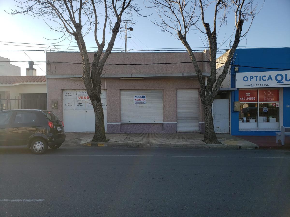 Foto Casa en Venta en  Colonia del Sacramento ,  Colonia  Casa de 3 dormitorios con salon comercial (2 avenidas)