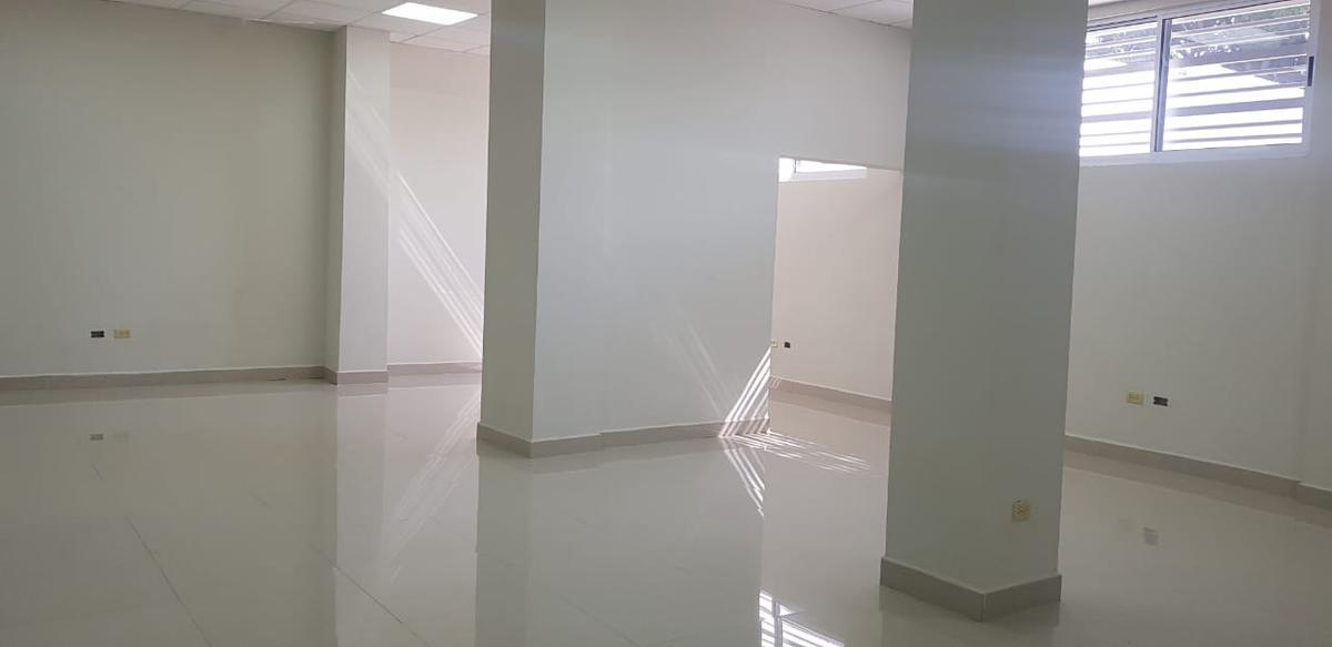 Foto Oficina en Renta en  Centro,  Monterrey   Oficina en Renta Zona Centro de Monterrey. Edificio nuevo de oficinas en excelente ubicación a cuadras del Palacio de Gobierno con estacionamiento exclusivo. (MVO)