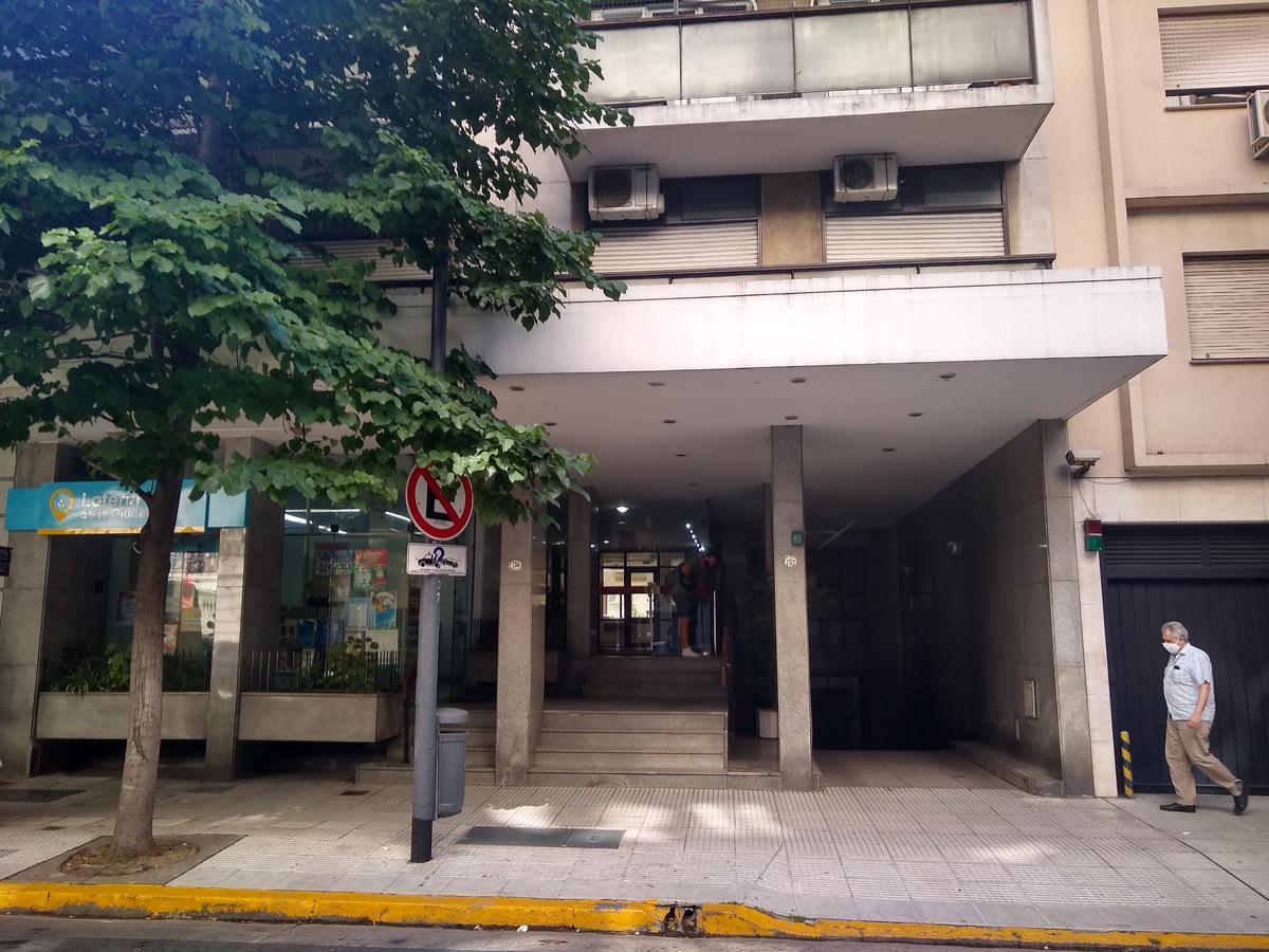 Foto Departamento en Alquiler en  Centro (Capital Federal) ,  Capital Federal  Uruguay al 707
