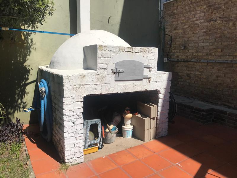 Foto Casa en Venta en  Carrasco ,  Montevideo      Casa grande en  hermosa calle de Carrasco clásico