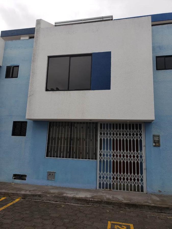 Foto Casa en Venta en  Calderón,  Quito  Amplia casa en Calderón, 3 dormitorios, 3.5 baños