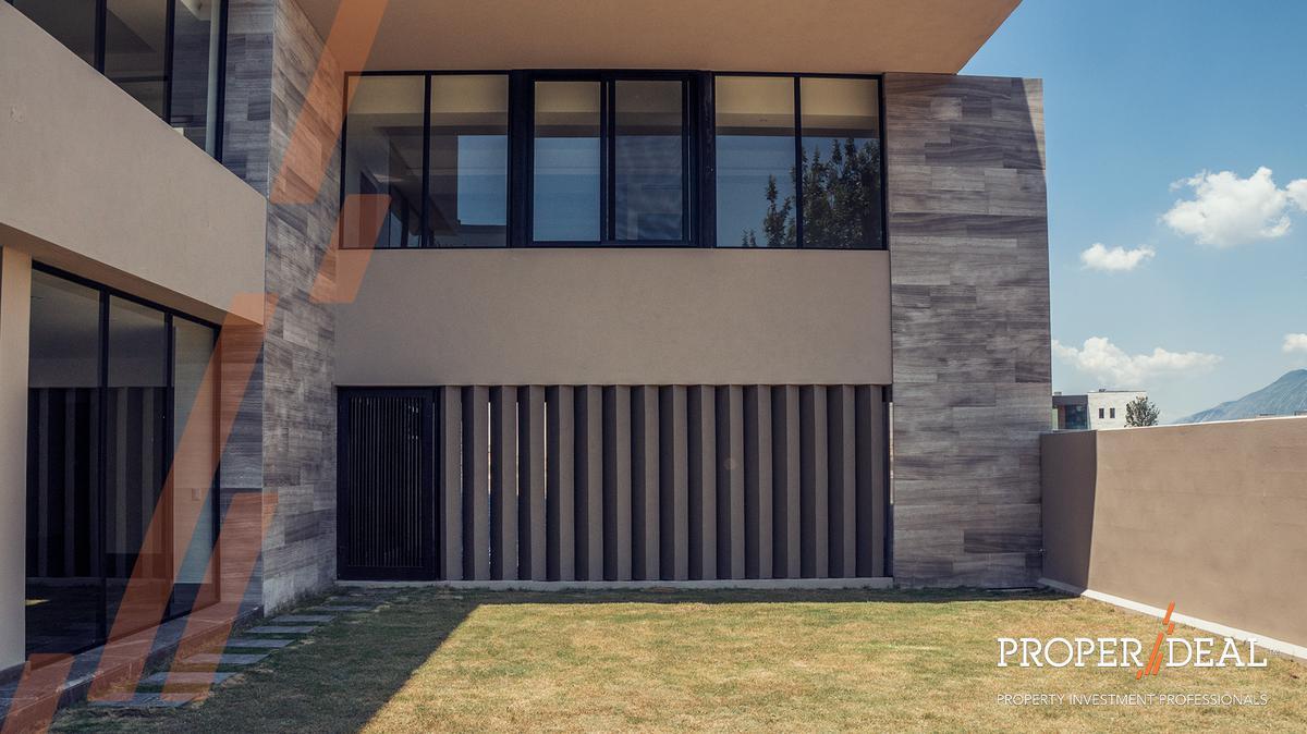Foto Casa en Venta |  en  Zona Valle Poniente,  San Pedro Garza Garcia  VENTA CASA CALENDAS SAN PEDRO