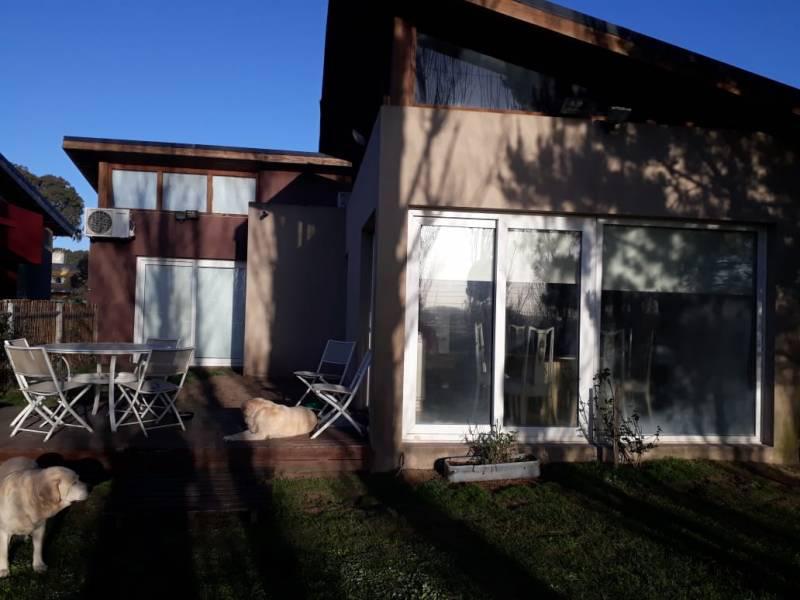 Foto Casa en Venta en  Pinamar ,  Interior Buenos Aires  Cherburgo al 2700