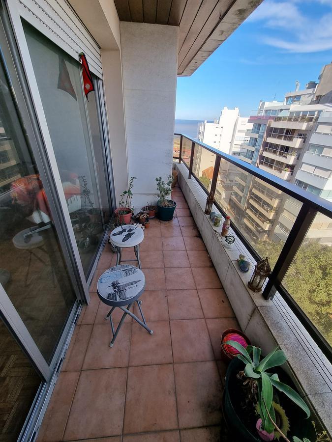 Foto Departamento en Venta en  Punta Carretas ,  Montevideo  Proximo Rambla de Punta Carretas, piso alto, vista al mar !!