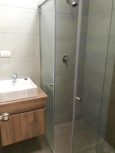 Foto Casa en Venta en  Oeste,  Cuenca  Elegante villa por estrenar sector Río Amarillo $99.000dlrs.