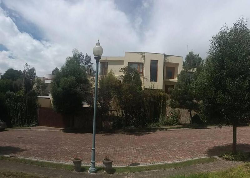 Foto Casa en Alquiler en  Cumbayá,  Quito  Rancho San Francisco, 700 m2, 4 dormitorios, excelente