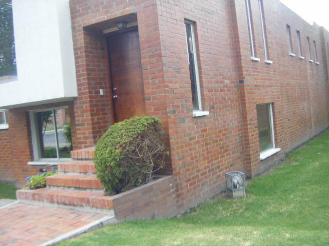 Foto Casa en Alquiler en  Quito ,  Pichincha  CUMBAYA, RENTA LINDA CASA CERCA USF, DISPONIBLE AGOSTO
