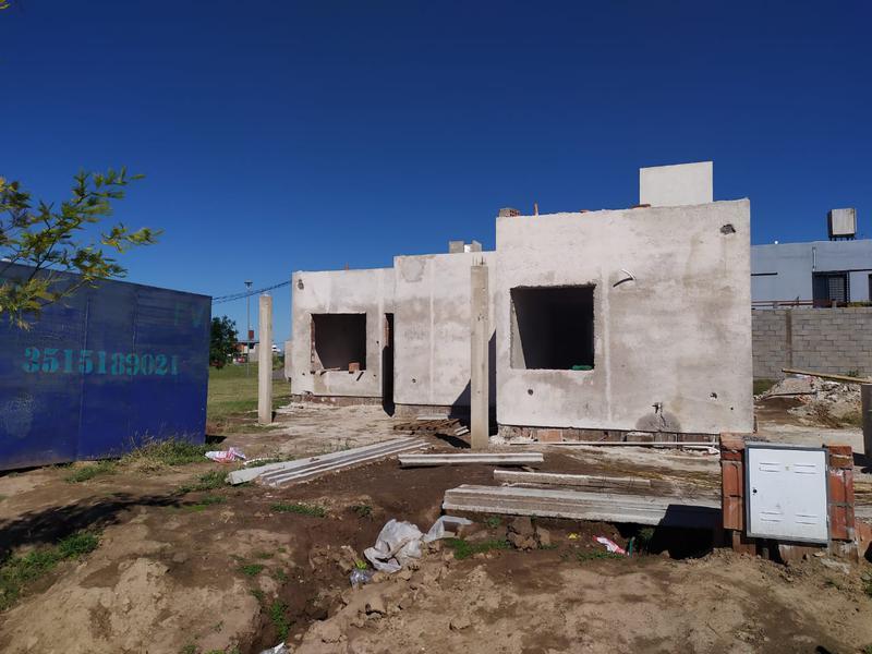 Foto Casa en Venta en  Docta,  Cordoba Capital  Casa en venta en Docta. 2 dormitorios, doble cochera y galería con asador. Recibe menor.