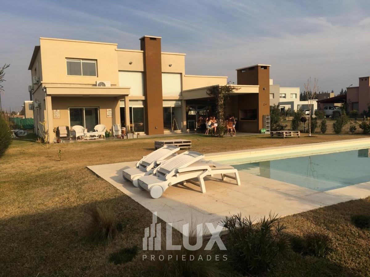 Casa venta 4 dormitorios piscina barrio cerrado San Sebastian Funés