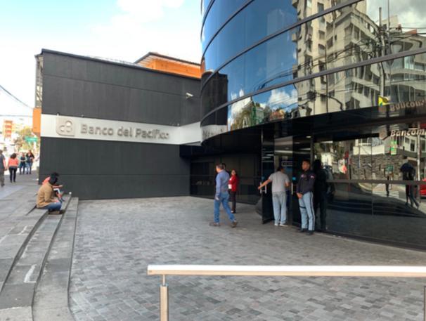 Foto Local en Venta en  Centro Norte,  Quito  Plaza Artigas