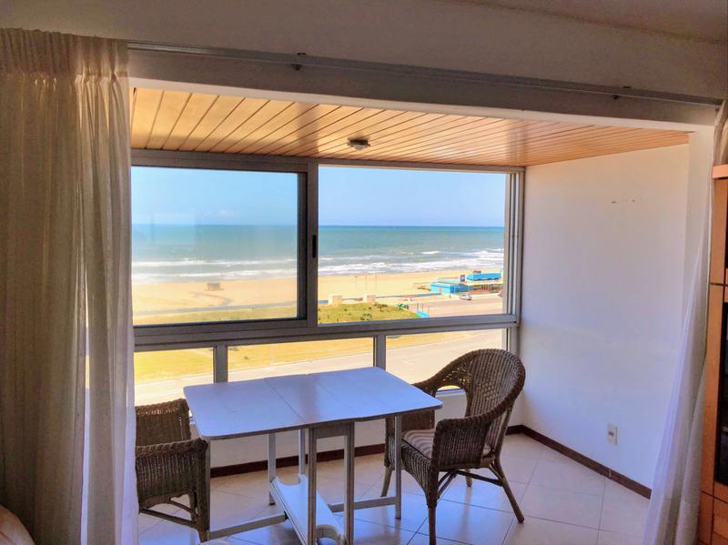 Foto Departamento en Venta en  Playa Brava,  Punta del Este  APARTAMENTO CON VISTA DIRECTA AL MAR