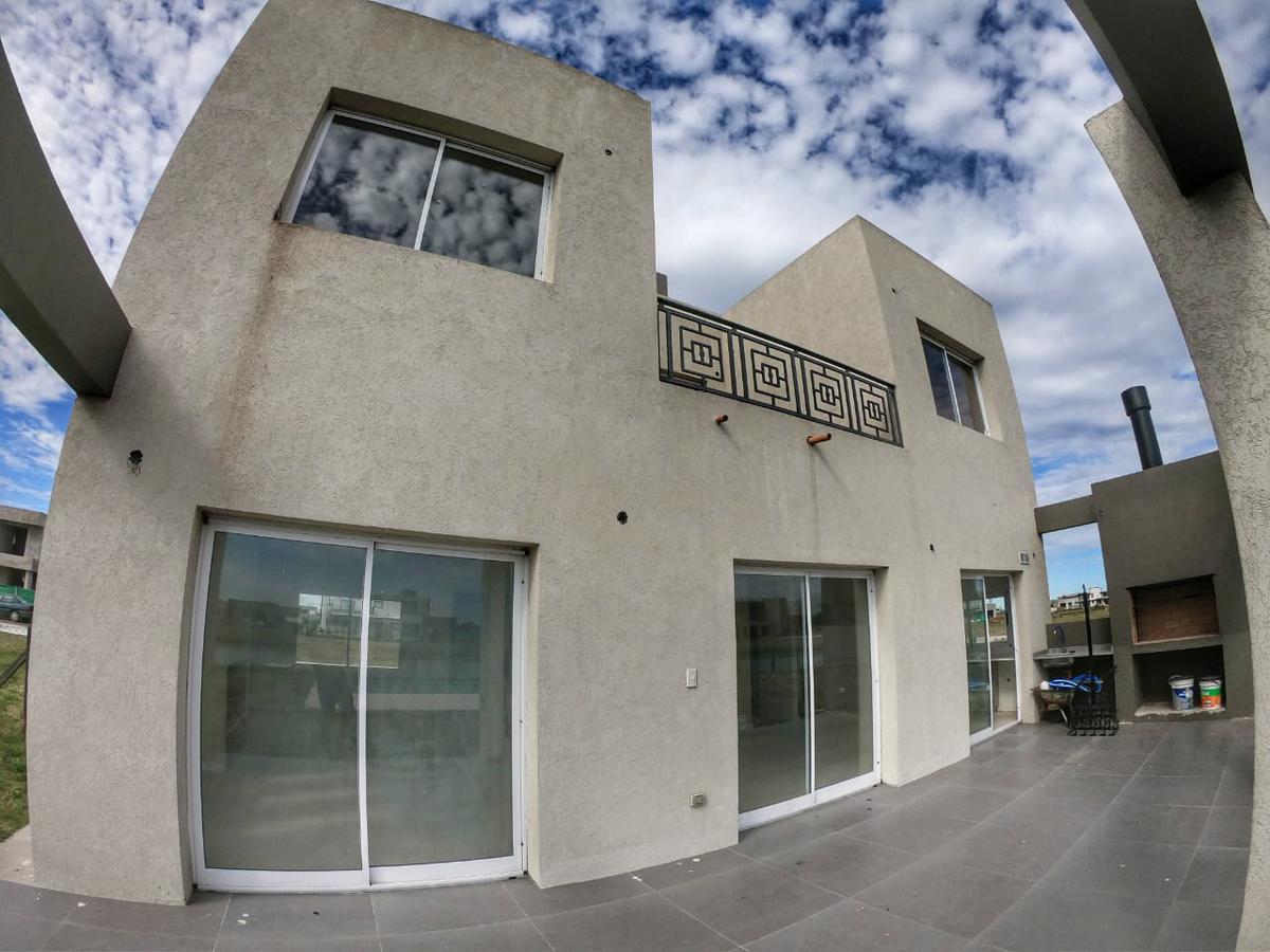 Foto Casa en Venta en  La Alameda,  Canning (E. Echeverria)  Barrio La Alameda