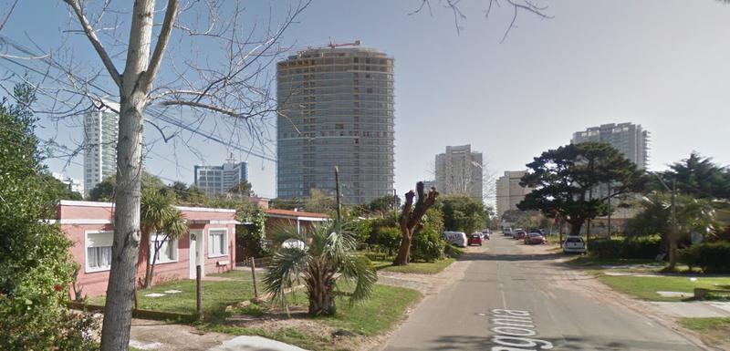 Foto Terreno en Venta en  Aidy Grill,  Punta del Este  Excelente Oportunidad de Terreno para Construir Edificio en Punta del Este en Zona Residencial