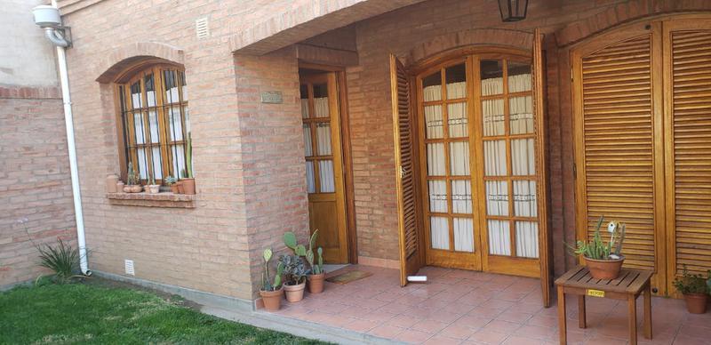 Foto Casa en Venta en  Santa Genoveva ,  Capital  RIO PILCOMAYO al 800