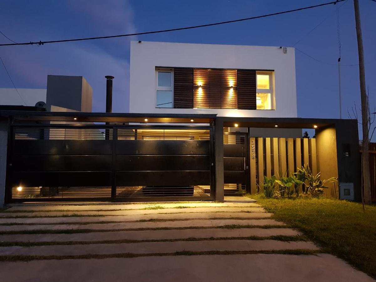 Foto Casa en Venta en  La Plata ,  G.B.A. Zona Sur  45 e/ 164 bis y 167