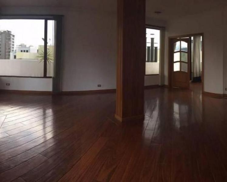 Foto Departamento en Venta | Alquiler en  Centro Norte,  Quito  SECTOR GONZALEZ SUAREZ SE VENDE  O RENTA DEPARTAMENTO DE DOS DORMITORIOS CON HERMOSA VISTA