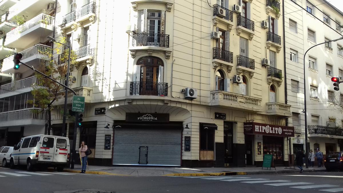 Foto Departamento en Venta en  Recoleta ,  Capital Federal  Arenales al 3100
