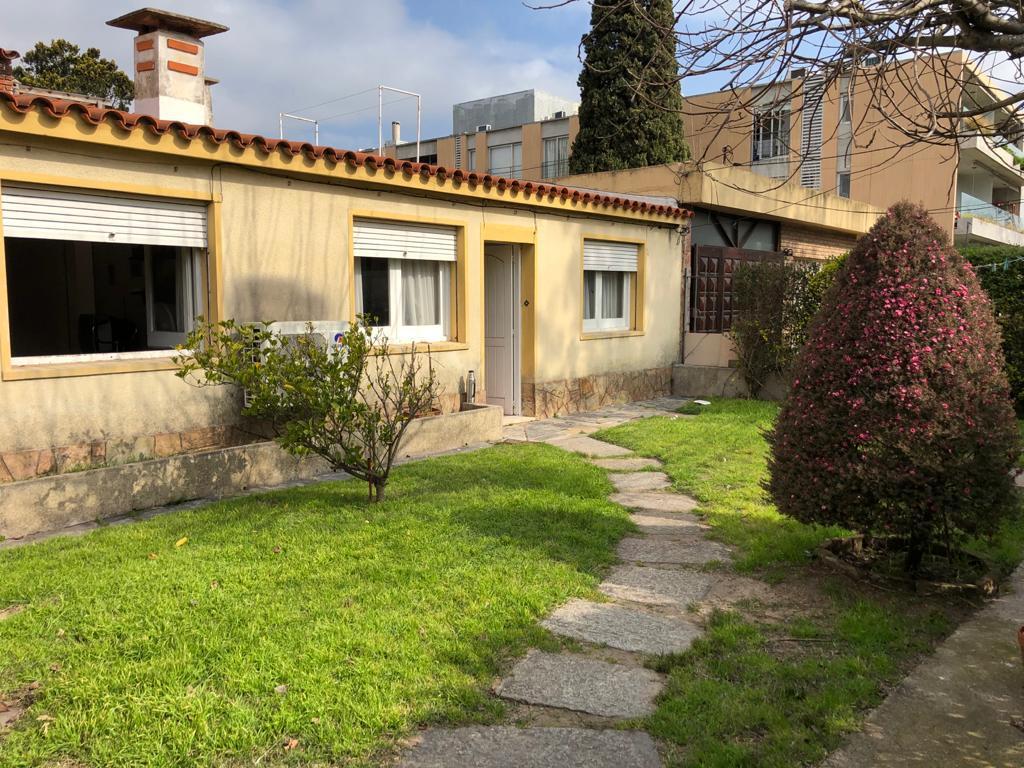 Foto Casa en Venta en  Punta Gorda ,  Montevideo  Almirón y Volteadores