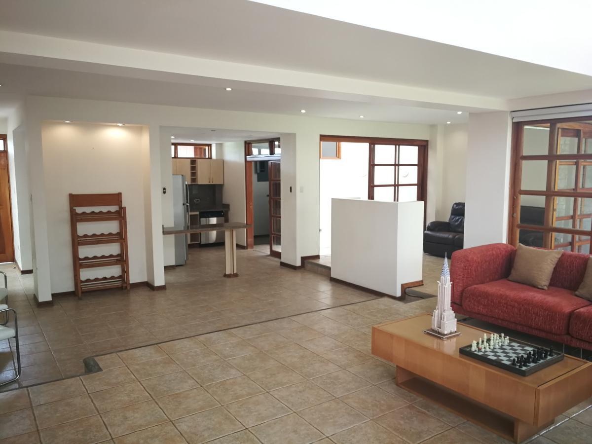 Foto Casa en condominio en Venta en  Bello Horizonte,  Escazu  Townhouse en Bellohorizonte / Iluminación natural / Amplia