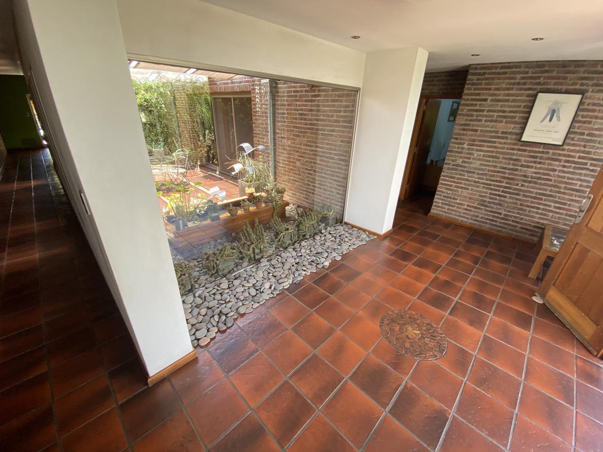 Casa de 5 dormitorios con pileta, galeria y parrillero - Fisherton