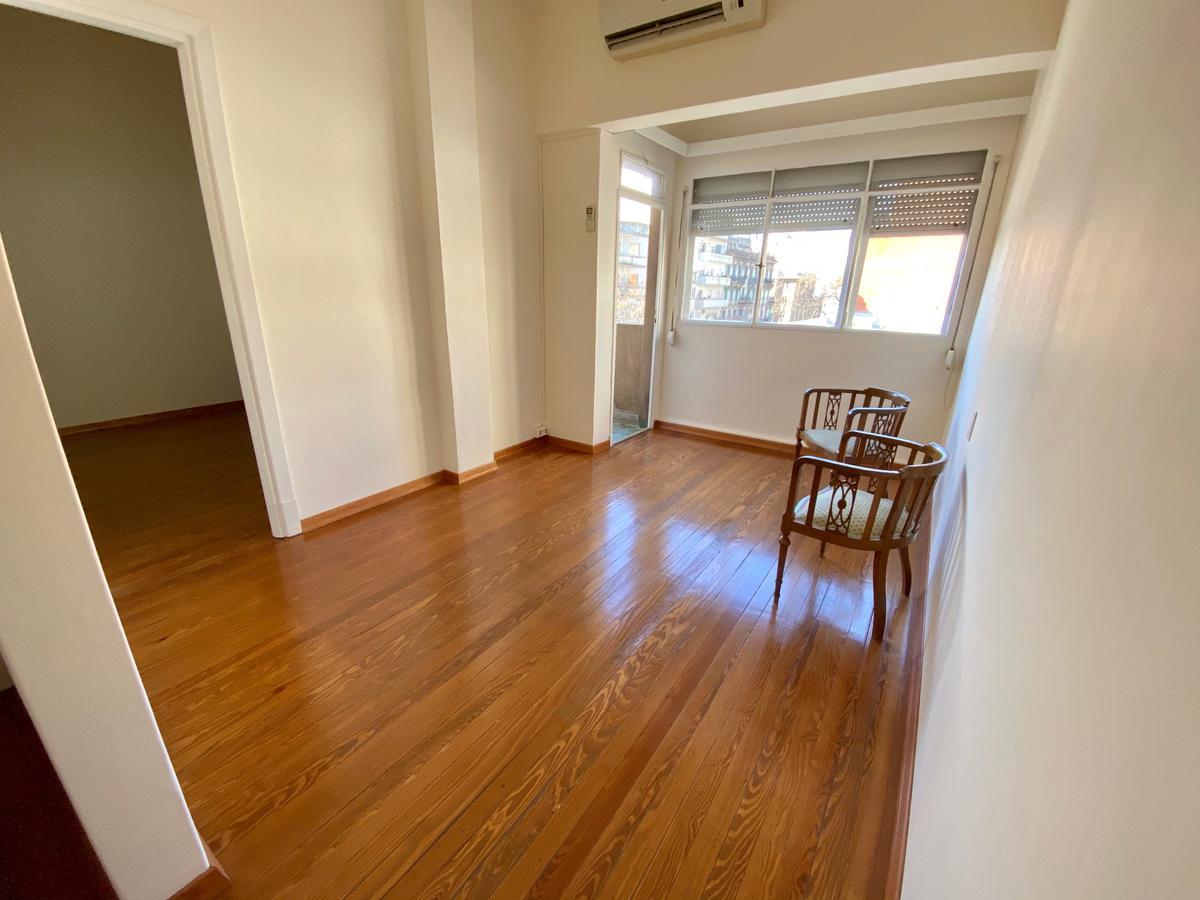 Foto Apartamento en Venta en  Centro (Montevideo),  Montevideo  Andes al 1300